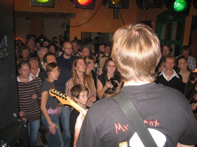 Gustav i Mr Grant och en glad publik