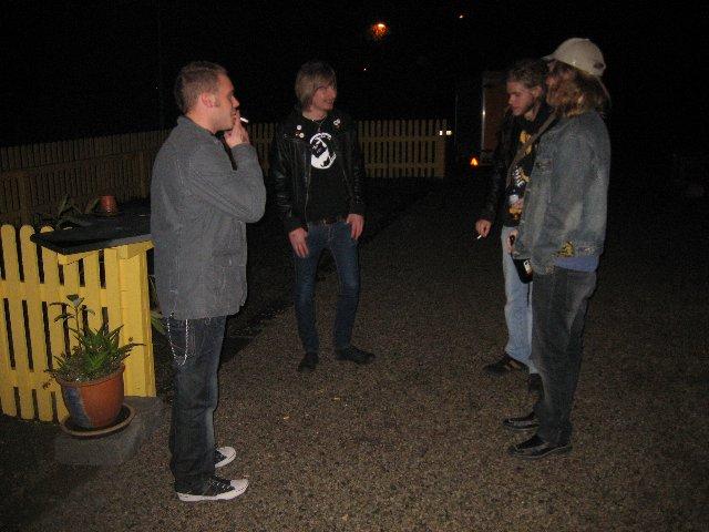 Jojje, Tintin, Persson & Jimmy laddar inför spelningen