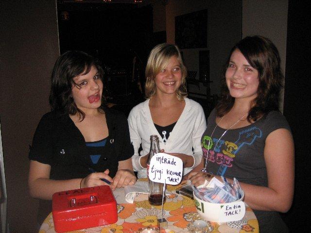 Våra duktiga konsertvärdinnor: Jenny, Pauline och Emmie
