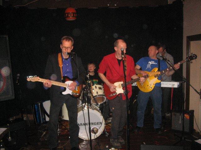När Linus Borg började trumma i Lasakungen så sänkte han genomsnittsåldern i bandet med sju år så nu är dom inget gubbrockband längre.