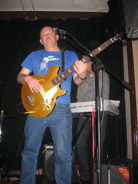 Örjan Mjörnheden. Sedan tidigt 1990-tal har han varit – och är – medlem i ett antal band i Nordvästskåne; bl. a. Oskar Typing Band, Bluesministrarna, Combinations och D D and the Dynamos.