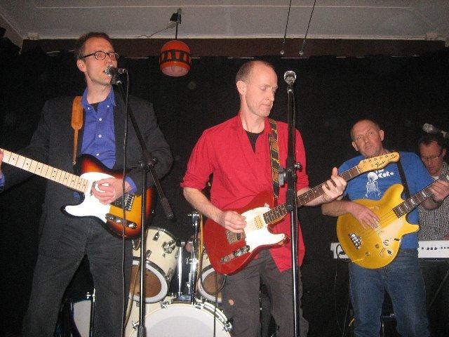 Mats P och Olle Bop – vapendragare i t ex Kriminella Gitarrer, Hip Shake Band och Dolkenihåsan. Örjan som med brorsan Tomas spelade i Tors Hammare i slutet av 70-talet, ett band som var knutet till musikföreningen Bombadill
