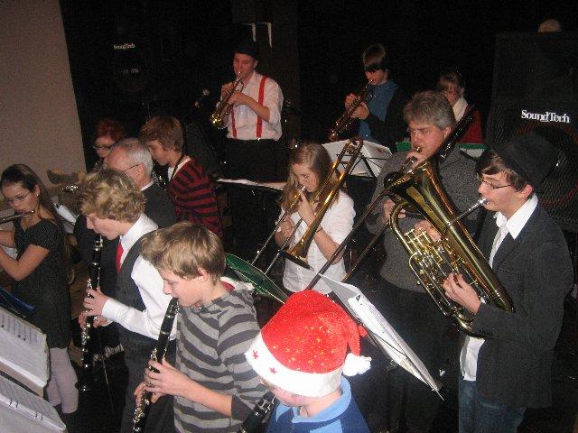 SNB – Detta var bandets premiärspelning! Fantastiskt lyckat och bra. Fast man hette tidigare Svalövs Ungdomsorkester och giggade en del så detta är inga nybörjare.