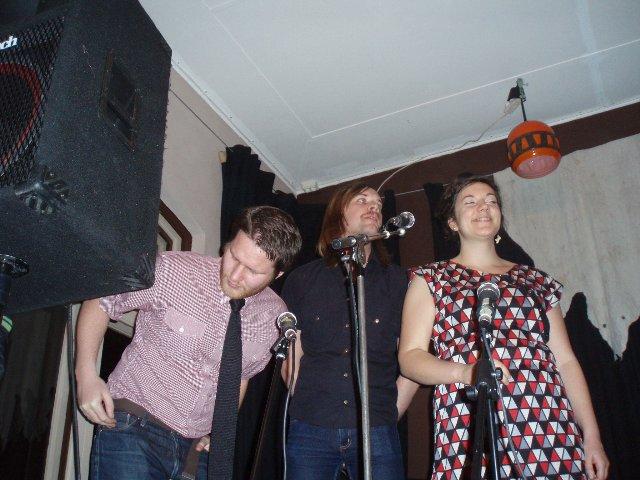 Jens (spelar åxå i Sing Lee) fick ryggproblem av att sjunga i trumpetmicken.